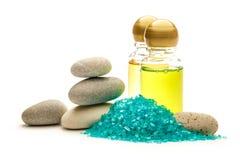 Камни, соль моря и бутылки шампуня Стоковое фото RF