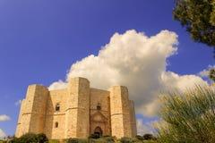 Камни Apulia Castel del Monte: главный фасад - ИТАЛИЯ (Andria) - Стоковая Фотография