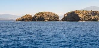 3 камня в воде Стоковое Изображение