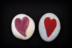 2 камня с сердцами на черной предпосылке Стоковое Изображение