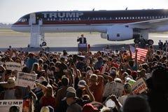 Кампании Дональд Трамп кандидата в президенты GOP в Сакраменто, Стоковые Изображения