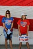 Кампании Дональд Трамп кандидата в президенты GOP в Сакраменто, Стоковые Изображения RF