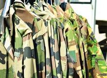 Камуфлирование воинской ткани равномерное продало на рынке Стоковое Изображение RF