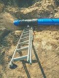 Канава для класть трубопровод Конструкция труб питьевой воды стоковое изображение rf