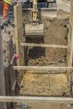 Канава экскаватора выкапывая для земного тубопровода Стоковое Фото