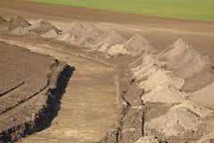 Канава digged на земле Стоковая Фотография RF