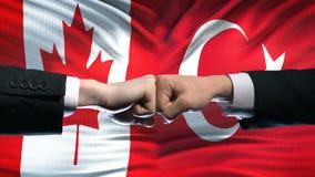 Канада против конфликта Турции, международных отношений, кулаков на предпосылке флага акции видеоматериалы