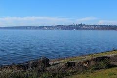 Канадский взгляд городка от морского парка в Blaine, Washingtone стоковые фотографии rf