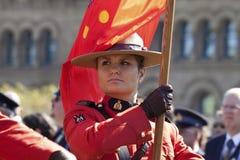 канадским установленные холмом полиции парламента офицера Стоковое Фото