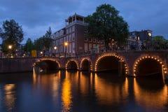 Каналы Амстердама на ноче стоковое изображение rf