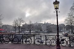 КАНАЛЫ АМСТЕРДАМА прогулка в Амстердаме стоковые фото