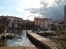 Каналы в гаван Grimaud около St Tropez, Франции стоковая фотография