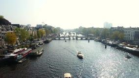 Канал Амстердама, осматривает сверху сток-видео