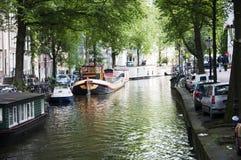 Канал Амстердам с плавучими домами Стоковые Фотографии RF