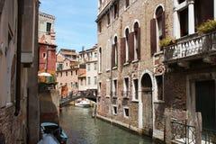 Канал в Венеции, Италии Восхитительные здания вдоль каналов стоковая фотография rf