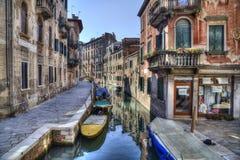 Канал и дома в Венеции, Италии стоковое фото