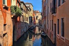 Канал и дома в Венеции, Италии стоковая фотография