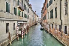 Канал и исторические здания в Венеции, Италии стоковое фото