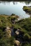 Канал присоединяется к реке в городе Sabile, Латвии стоковое фото rf