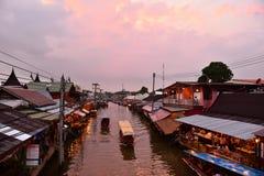 Канал рынка Amphawa, самая известная плавая рынка и культурное туристское назначение Стоковые Изображения