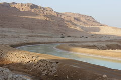 канал соединяет мертвое море 2 части Стоковые Фотографии RF