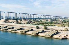 Канал Суэца, Египет 5-ое ноября 2017: Мост канала Суэца, также стоковое фото rf