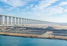 Канал Суэца, Египет 5-ое ноября 2017: Мост канала Суэца стоковая фотография