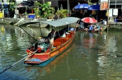 канал Таиланд лодочника amphawa стоковое изображение