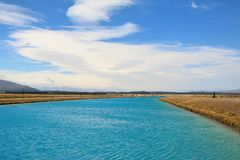 Канал kaki яркого голубого manmade PÅ « стоковая фотография rf