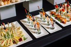Канапе с семгами и сыром на table-2 Стоковые Изображения