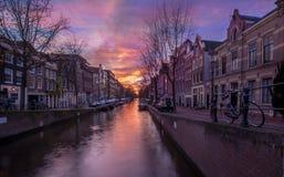 Канал Амстердама в вечере (снятая долгая выдержка) Стоковые Фото