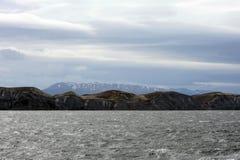 Канал бигля отделяя главный остров архипелага Огненной Земли и лежа к югу острова стоковые фотографии rf