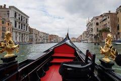 Канал Венеции грандиозный от гондолы Стоковые Изображения RF