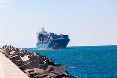 Канал входа гавани контейнера корабля Стоковая Фотография RF