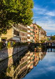 Канал в городке страсбурга старом - Франции Стоковое Изображение