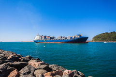 Канал гавани контейнера корабля Стоковое Изображение RF