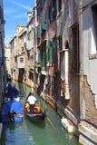 Канал и гондолы, Венеция, Италия Стоковые Изображения