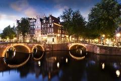 Канал и свет Амстердама стоковые изображения