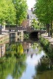 Канал, мост и отражения, Амерсфорт, Голландия Стоковое Изображение