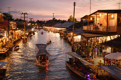 Канал рынка Amphawa, самая известная плавая рынка Стоковые Фото