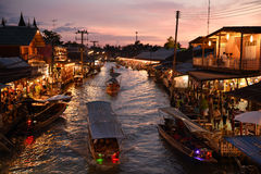 Канал рынка Amphawa, самая известная плавая рынка Стоковое Фото