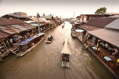 Канал рынка Amphawa, самая известная плавая рынка Стоковая Фотография