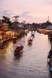 Канал рынка Amphawa, самая известная плавая рынка Стоковые Изображения