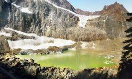 Канадские скалистые горы, ледниковое озеро Стоковая Фотография RF