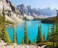 Канадские скалистые горы, озеро морен Стоковая Фотография