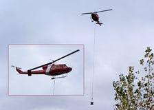 Канадский вертолет службы береговой охраны бросая ведро цемента Стоковая Фотография RF