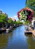 Каналы бежать повсеместно в Амстердам Стоковые Фотографии RF