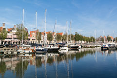 Канал Noorderhaven в старом городке Harlingen, Нидерландов Стоковая Фотография
