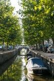Канал Zoutsloot в старом городке Harlingen, Нидерландов стоковое изображение