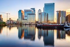 Канереечный причал в Лондоне на заходе солнца стоковое изображение rf